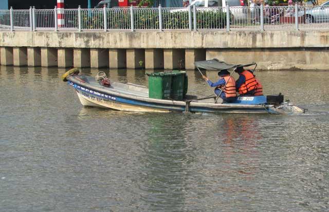 Tiễn ông Táo: Người thả cá phóng sinh, kẻ kéo lưới thu về - 8