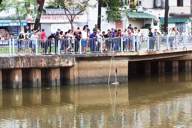 Thi thể nam sinh chết bất thường trên kênh Nhiêu Lộc - 1