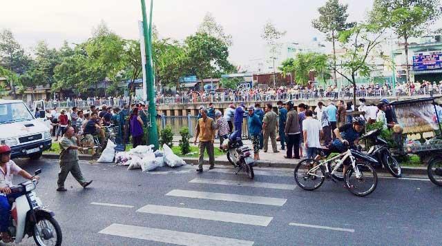 Thi thể nam sinh chết bất thường trên kênh Nhiêu Lộc - 2