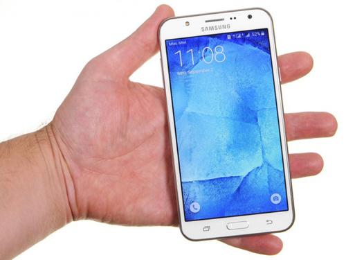 Samsung Galaxy J7 ra mắt - 1