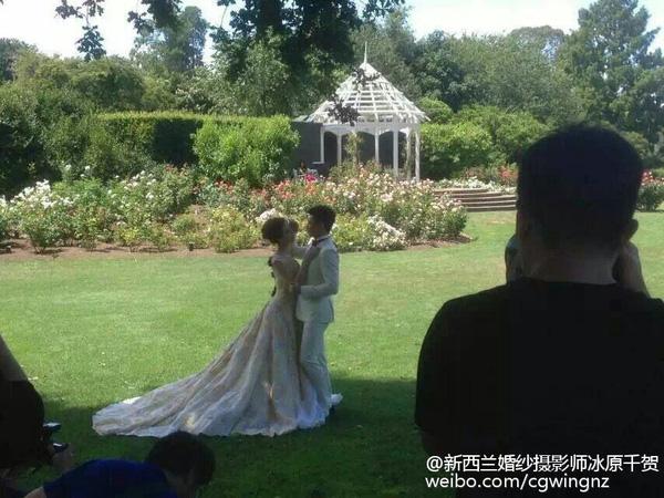 Lộ ảnh cưới lãng mạn của cặp sao 'Bộ bộ kinh tâm' - 1