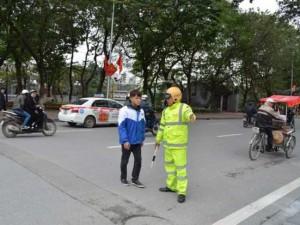 Tin tức Việt Nam - Xử phạt người đi bộ: Không mang tiền, giấy tờ xử lý thế nào?