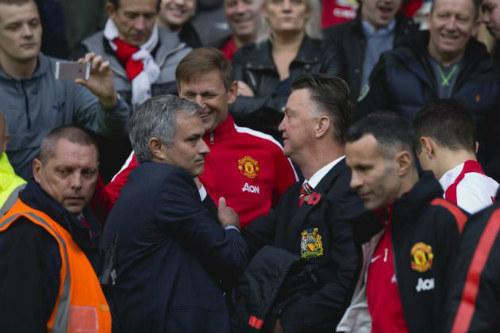 Pep chọn Man City, Mourinho đợi điện thoại MU - 2