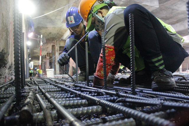 Cần mẫn trên công trường metro dưới lòng đất ngày cuối năm - 1