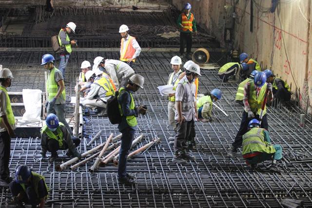 Cần mẫn trên công trường metro dưới lòng đất ngày cuối năm - 10