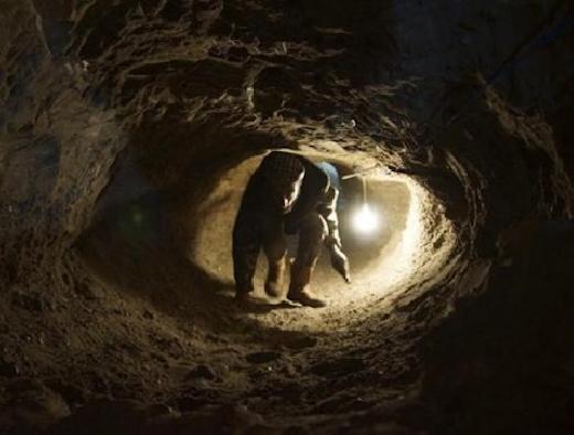 Truy lùng 3 phạm nhân đào hầm vượt ngục ở Gia Lai - 1