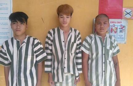 3 thanh niên siết cổ tài xế, cướp taxi lấy tiền tiêu Tết - 1