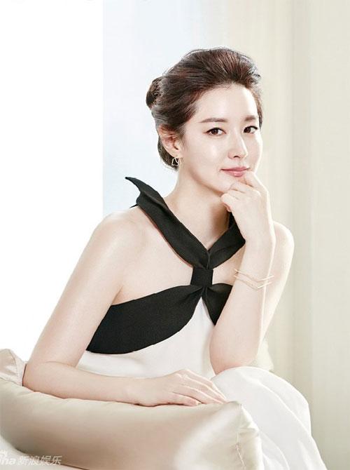 Bí kíp trẻ mãi không già của 'quý bà oxy' Lee Young Ae - 1