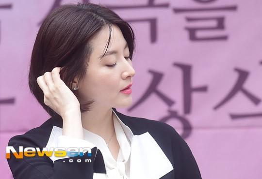 Bí kíp trẻ mãi không già của 'quý bà oxy' Lee Young Ae - 5