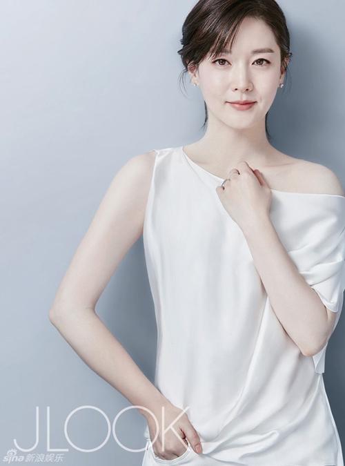 Bí kíp trẻ mãi không già của 'quý bà oxy' Lee Young Ae - 3