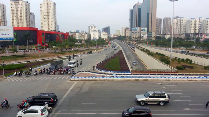 Hà Nội: Cấm xe, phân luồng để người dân về quê ăn Tết - 1