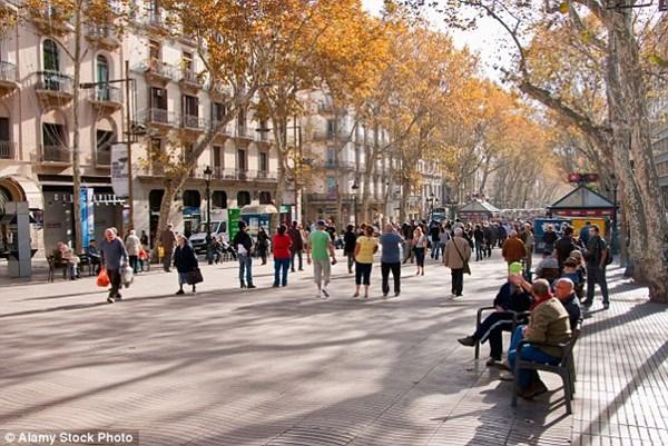 5 thành phố châu Âu khách du lịch bị móc túi nhiều nhất - 1