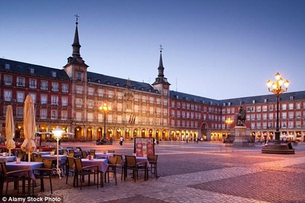 5 thành phố châu Âu khách du lịch bị móc túi nhiều nhất - 3