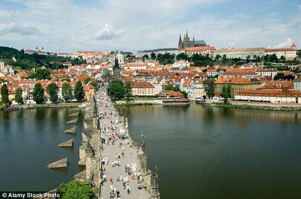 5 thành phố châu Âu khách du lịch bị móc túi nhiều nhất - 4