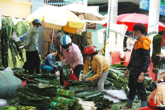 Chợ lá dong Sài Gòn tất bật những ngày giáp Tết - 1