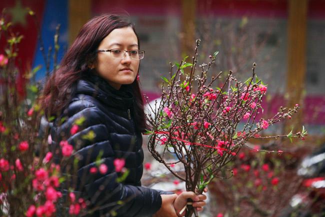 Ảnh: Sắc màu chợ hoa xuân phố cổ ngày cận Tết - 2