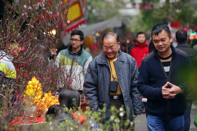 Ảnh: Sắc màu chợ hoa xuân phố cổ ngày cận Tết - 4