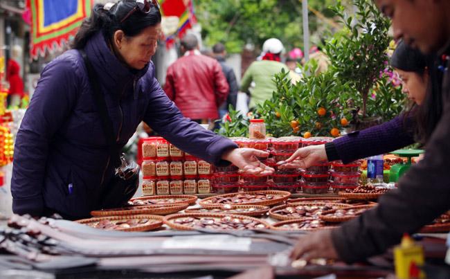 Ảnh: Sắc màu chợ hoa xuân phố cổ ngày cận Tết - 12