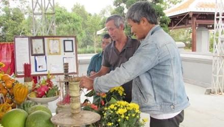 Người dân viếng mộ ông Nguyễn Bá Thanh ngày giỗ đầu - 1