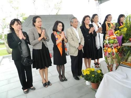 Người dân viếng mộ ông Nguyễn Bá Thanh ngày giỗ đầu - 2