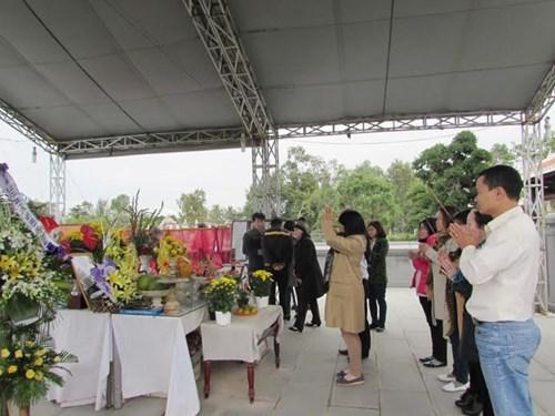 Người dân viếng mộ ông Nguyễn Bá Thanh ngày giỗ đầu - 3