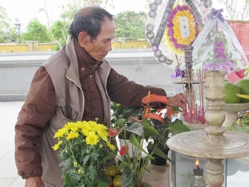 Người dân viếng mộ ông Nguyễn Bá Thanh ngày giỗ đầu - 4