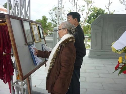 Người dân viếng mộ ông Nguyễn Bá Thanh ngày giỗ đầu - 6