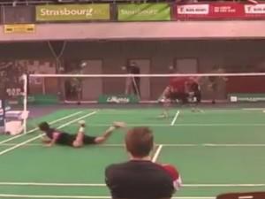 Video clip: Thánh chơi cầu lông đã xuất hiện
