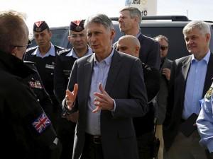 Ngoại trưởng Anh: Putin đang giúp IS mạnh hơn