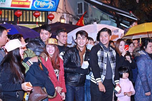 Giới trẻ Hà thành phấn khích với đêm nhạc truyền thống kết hợp hiện đại - 8