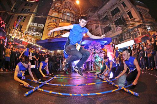 Giới trẻ Hà thành phấn khích với đêm nhạc truyền thống kết hợp hiện đại - 2