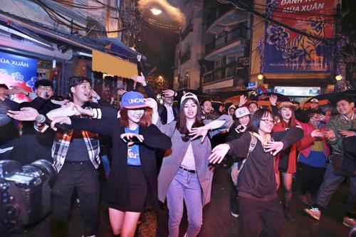 Giới trẻ Hà thành phấn khích với đêm nhạc truyền thống kết hợp hiện đại - 7