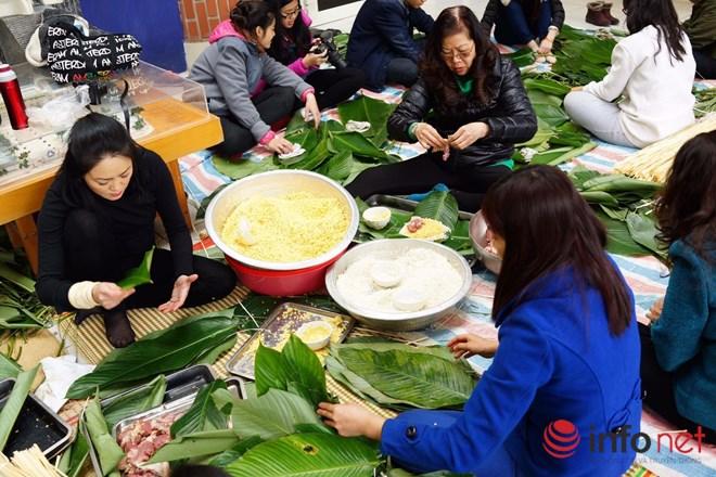 Học sinh Lương Thế Vinh hào hứng gói bánh chưng làm từ thiện - 3