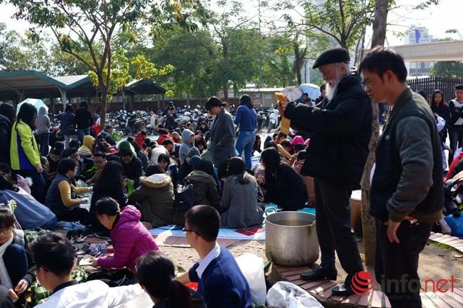 Học sinh Lương Thế Vinh hào hứng gói bánh chưng làm từ thiện - 4
