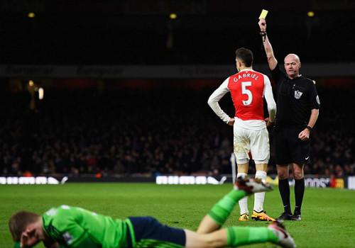 """Wenger """"nổi điên"""" mắng trọng tài, cãi vã đồng nghiệp - 2"""
