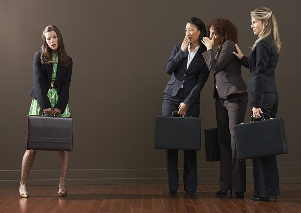 Những kiểu phụ nữ dễ bị ghét nơi công sở - 1