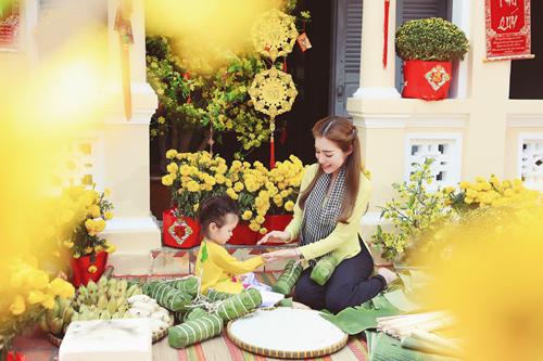 Elly Trần lần đầu chụp ảnh đón Tết cùng con gái - 3