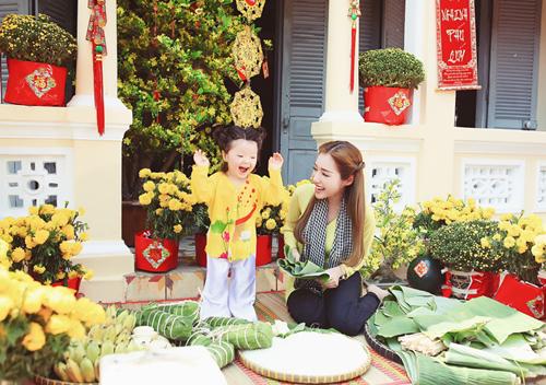 Elly Trần lần đầu chụp ảnh đón Tết cùng con gái - 4