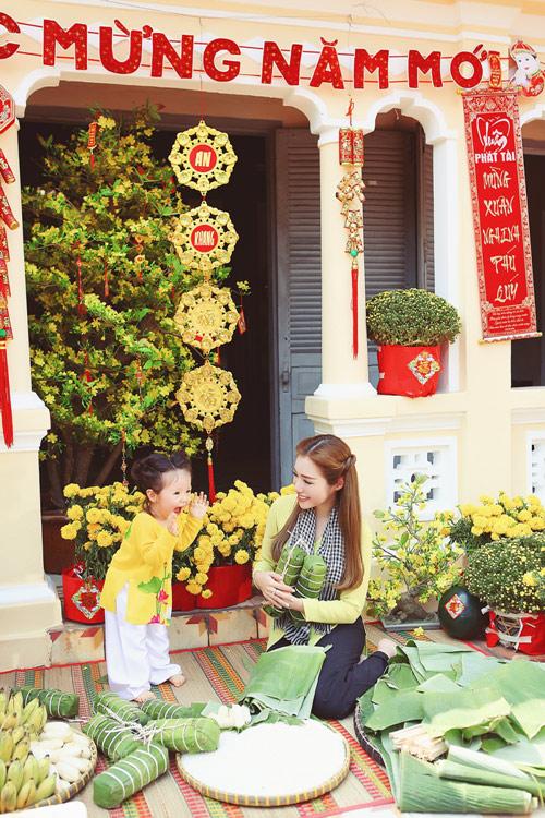 Elly Trần lần đầu chụp ảnh đón Tết cùng con gái - 6