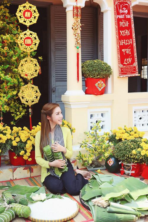 Elly Trần lần đầu chụp ảnh đón Tết cùng con gái - 7