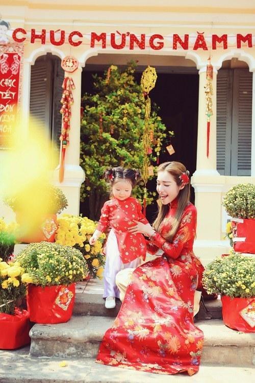 Elly Trần lần đầu chụp ảnh đón Tết cùng con gái - 10