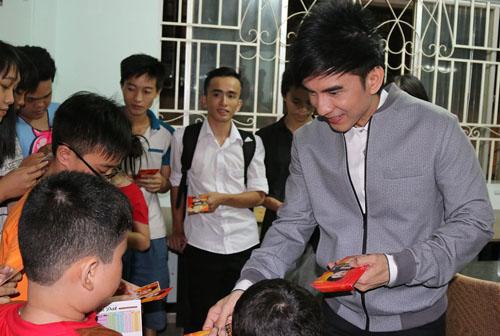 Đan Trường gây náo loạn ngõ phố Sài Gòn - 9