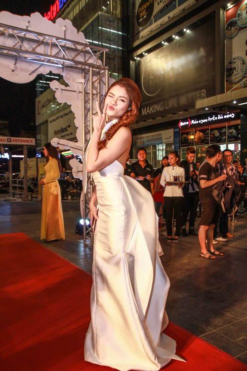 Thủy Top xinh đẹp trong lễ ra mắt phim đầu tay - 2