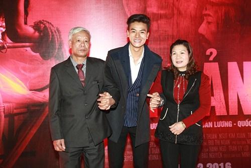 Hiếu Nguyễn lần đầu khoe bố mẹ trước công chúng - 2