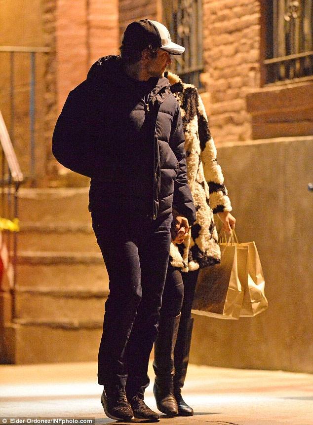 Irina Shayk và bồ triệu phú vẫn gắn bó khăng khít - 1