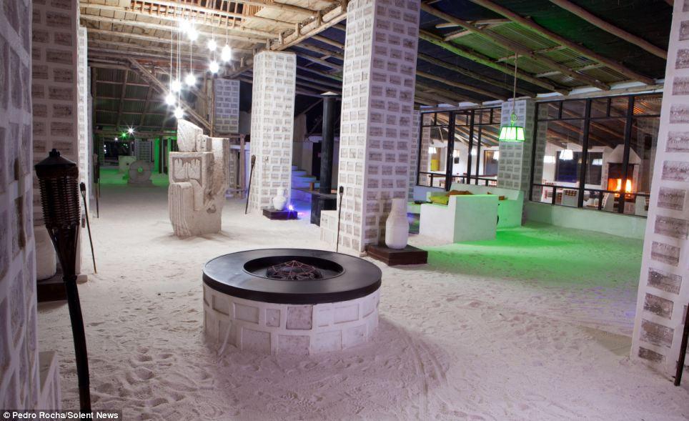 Choáng với khách sạn tuyệt đẹp làm từ 10.500 tấn muối - 2
