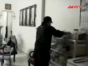 Video An ninh - Trộm ngang nhiên bấm chuông, vào nhà… như khách