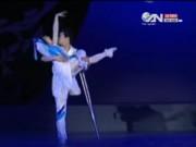 Bạn trẻ - Cuộc sống - Rớt nước mắt xem vũ công không chân tay biểu diễn