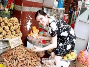 Khoảnh khắc bình dị của sao Việt khi mua bán 'chợ cóc'