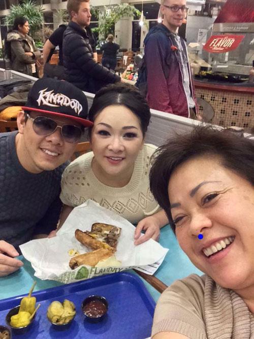 Facebook sao 4/2: Angela Phương Trinh khoe quà hàng hiệu - 4